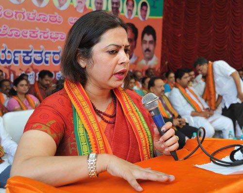 BJP seeks inquiry into 'fixing' Sadhvi in Malegaon case
