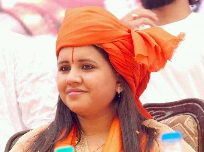 Hang those who eat beef as status symbol: Sadhvi Saraswati