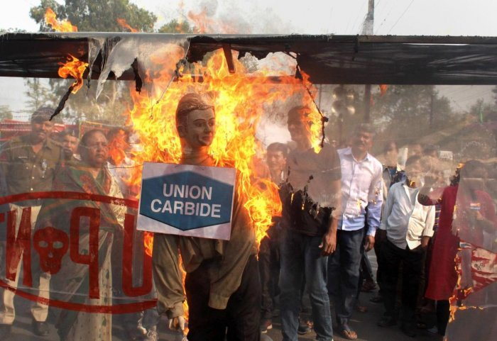 Survivors of the 1984 Bhopal gas disaster burn an effigy representing Union Carbide and Dow Chemicals companies during a protest on the occasion the 34th anniversary of the tragedy, in Bhopal on Dec 3, 2018. (PTI Photo)