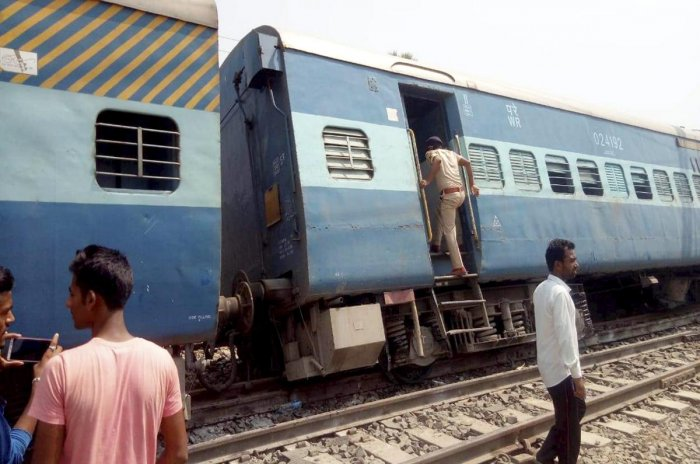The train was going to New Delhi when the incident occurred near Rooma railway station under Maharajpur police station in Kanpur Nagar district around 12.50 am. (Image for representation)