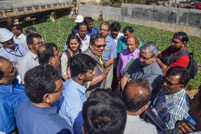 National Green Tribunal Commission recommended Monitoring Committee members holding discussion with citizens during an inspection drive. DH file photo.
