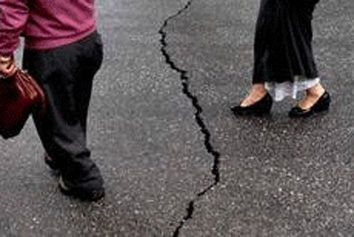 The quake was centred on the town of Castillejos, about 100 kilometres (62 miles) northwest of Manila, local geologists said.