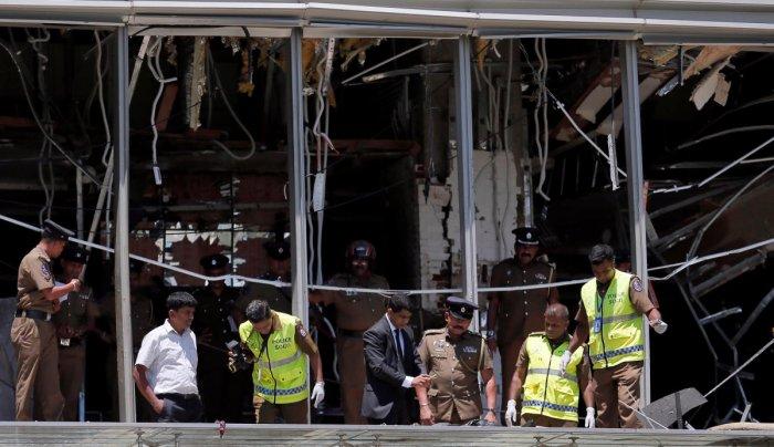Crime scene officials inspect the explosion area at Shangri-La hotel in Colombo, Sri Lanka. REUTERS photo
