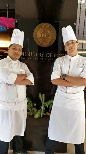 Thai chefs Teerachai Rijiravanich and Pachara Kum Supoj