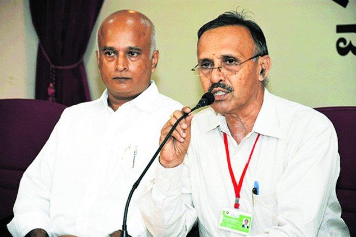 Dr P Mahabaleshwarappa, principal of Bearys Institute of Technology (BIT), addresses reporters in Mangaluru on Monday.
