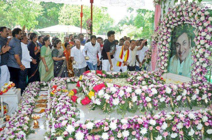 Actors Shivrajkumar and Raghavendra Rajkumar offer floral tributes at the samadhi of thespian Rajkumar on his 91st birth anniversary, at Kanteerava Studio in Bengaluru on Wednesday. Producer Rockline Venkatesh, actor Sumalatha and Geetha Shivrajkumar are
