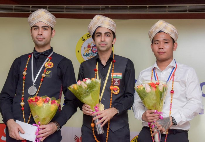 ALL SMILES: India's Pankaj Advani (centre) is flanked by Iran's Ehsan Hyderinezhad (left) and Aung Phyo of Myanmar at the KSBA Hall on Thursday. DH PHOTO/BH SHIVAKUMAR