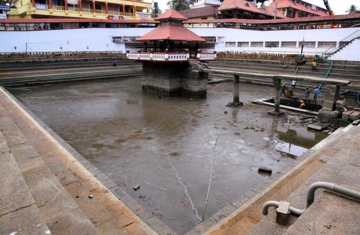 The Madhwa Sarovara was desilted during the Paryaya tenure of the Palimaru Mutt seer Vidyadheesha in 2002-03.