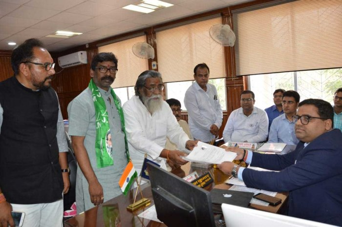 JMM supremo Shibu Soren filing his nomination papers in Dumka.  His son and former Chief Minister of Jharkhand Hemant Soren accompanied him. DH photo