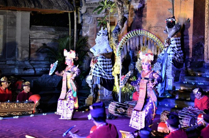 Legong dance at Puri Saren Royal Palace. PHOTOS BY AUTHOR