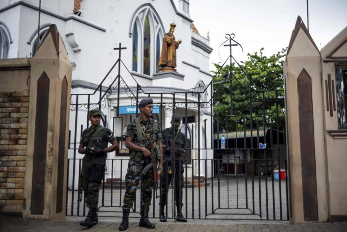 Sri Lankan soldiers stand guard outside a closed church in Colombo. AFP photo