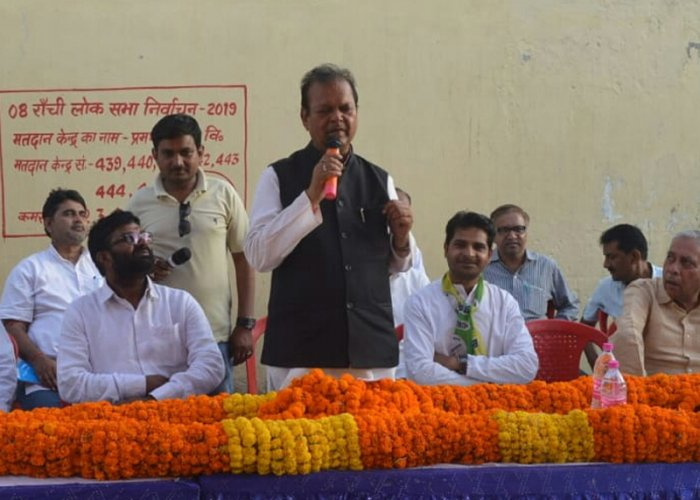 Former Union Minister Subodh Kant Sahay, the Congress candidate from Ranchi, addressing party workers in his Lok Sabha constituency. DH photo