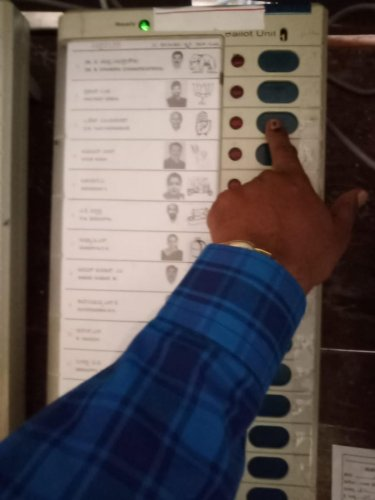 The election staff, after conducting the mock polling on the election day, had failed to erase this data before going ahead with actual polling. DH File Photo