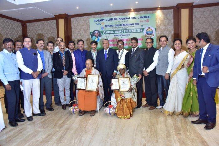Vandana awards were presented to Ramakrishna Mutt head Swami Jithakamananda and environmentalist Salumarada Thimmakka in Mangaluru.