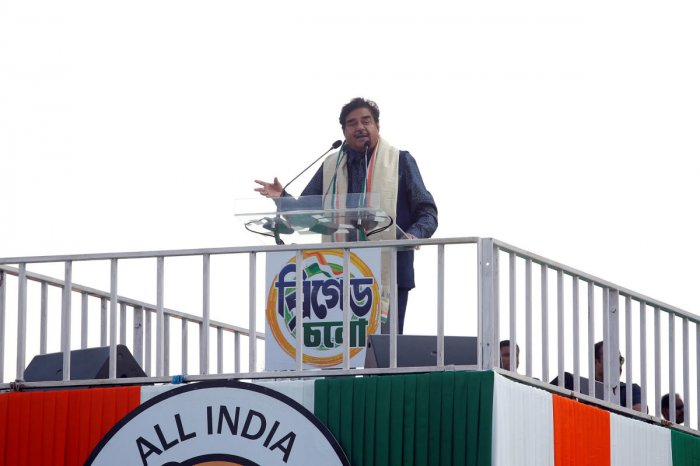 """Shatrughan Sinha, Bollywood actor-turned-politician and leader of India's ruling Bharatiya Janata Party (BJP), addresses the gathering during """"United India"""" rally attended by the leaders of India's main opposition parties ahead of the general election, in"""