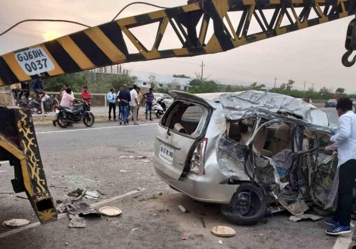 Five of a family killed in accident near Hiriyur | Deccan Herald