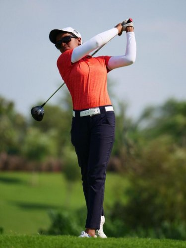 Karnataka's Asmitha Sathish shot a 74 to take the joint lead in the junior girls' event.
