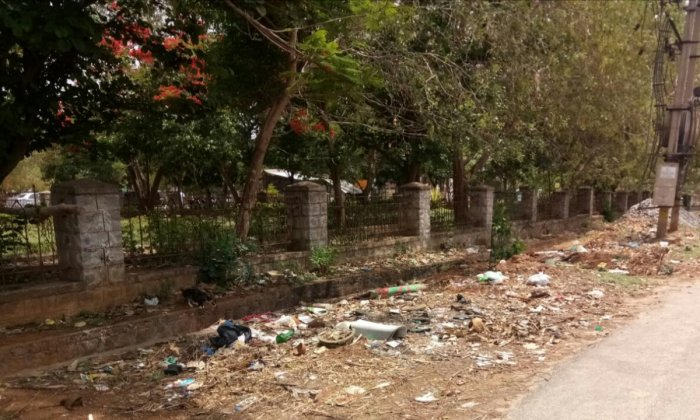 Garbage reappear after civic workers cleared it at Vijayanagar Second Stage in Mysuru on Thursday.