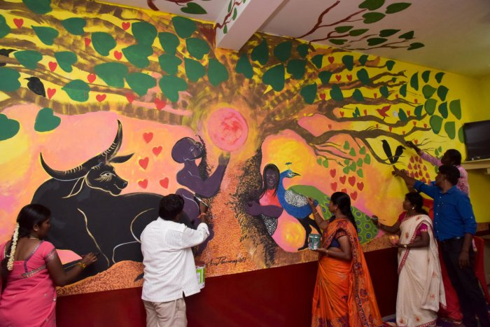 Activists and bonded labourers rescued by Jeeta Vimukti Karnataka give expression to their experiences in paintings which were exhibited at an event in Bengaluru on Thursday. DH Photo