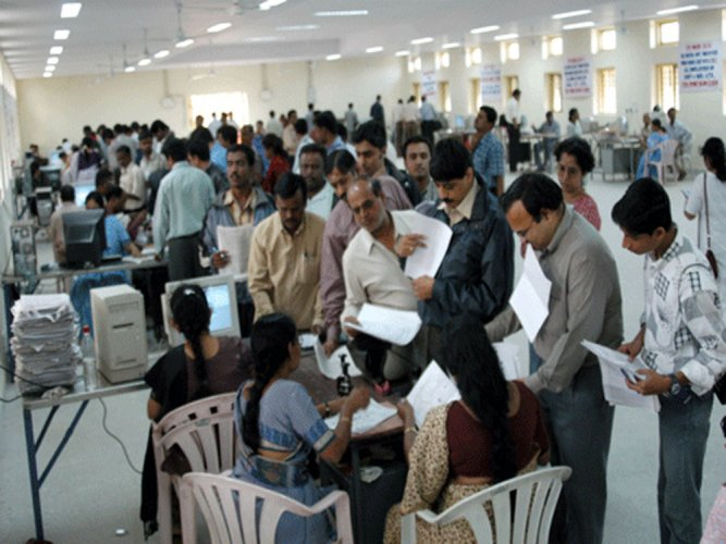 So far, the compliance level of income tax payers has shown an annual decline of 13.7% to 79.1% in 2018-19 from 91.6% in 2017-18, the analysis of data available with the I-T department shows. (DH File Photo)