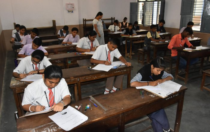 The evaluation of of SSLC papers will commence on April 10 in the 230 evaluation centres in 34 education districts across the state. (DH File Photo for representation)
