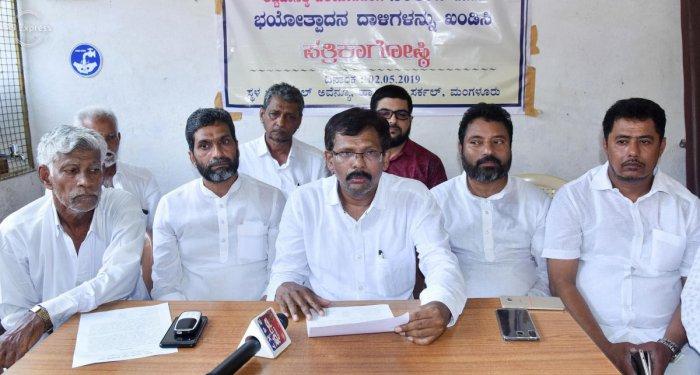 Akhila Bharata Beary Parishat President B A Hanif speaks during a press conference in Mangaluru on Thursday.