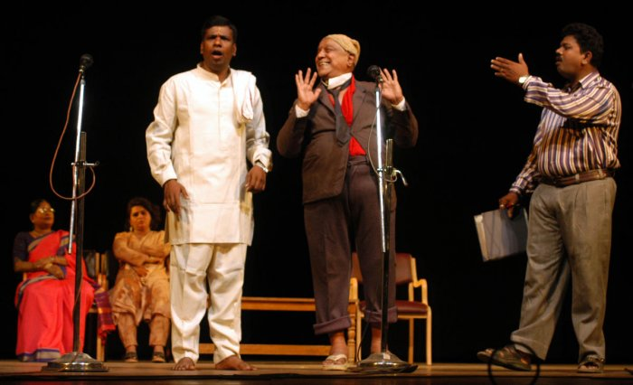 """Dramatist Master Hiranaya (centre) took center stage and enthralled audiences with """"Mukhmal topi""""."""