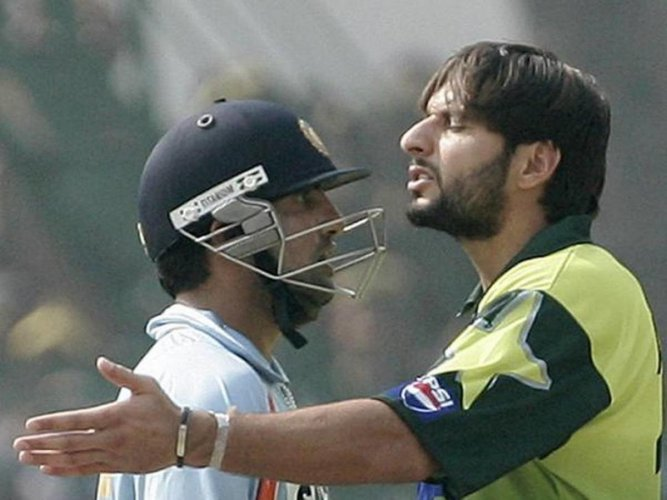 FROSTY RELATIONS There was no love lost between Gautam Gambhir and Shahid Afridi. File Photo