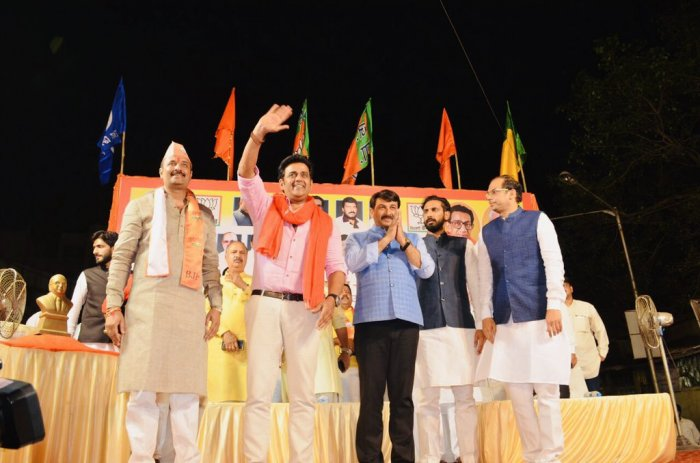 Ravi Kishan in a BJP election campaign rally. (Twitter)