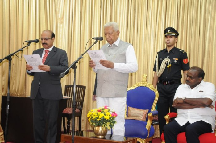 S C Srinivas taking oath as Chief Information Commissioner in Bengaluru on Monday. (DH Photo)