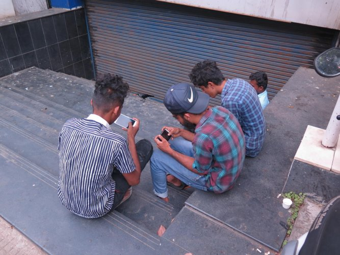 A group of young men playing PUBG in the city. DH photo/Akhil Kadidal