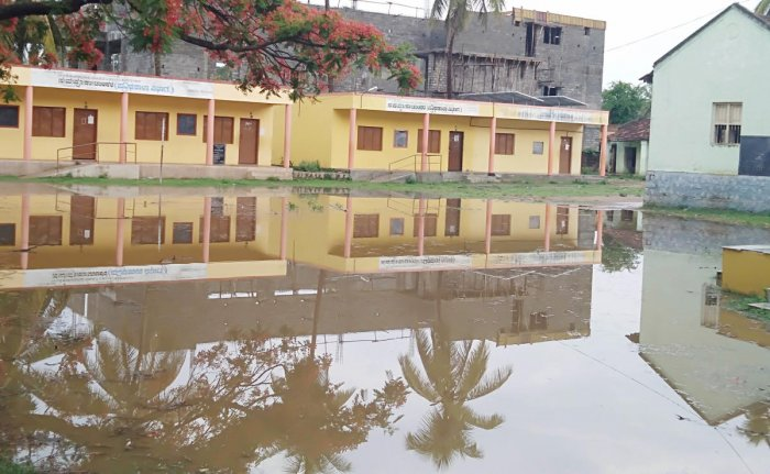 The DPBS government school in Periyapatna of Mysuru district was waterlogged due to heavy rain on Monday. DH Photo