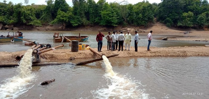 MLA Raghupathi Bhat and CMC members inspect the pumping of water near Bhandary Bettu to the Baje reservoir in Udupi on Tuesday.