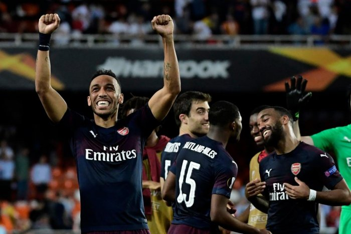 Arsenal's Gabonese striker Pierre-Emerick Aubameyang (L) celebrates with teammates at the end of the UEFA Europa League semi-final second leg football match between Valencia CF and Arsenal FC at the Mestalla stadium in Valencia on May 9, 2019. (Photo by J