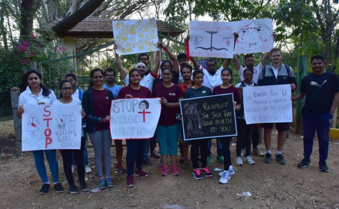 Students hold a protest against crime against women. dh PHOTO/IRSHAD MAHAMMAD