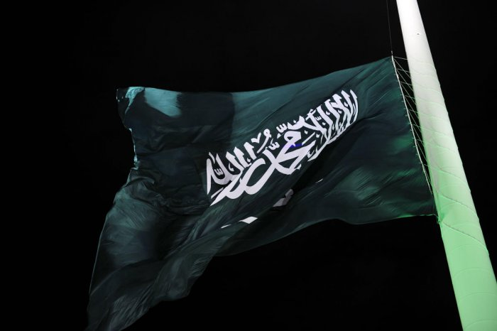 In this file photo taken on September 23, 2014, the flag of Saudi Arabia is hoisted onto the world's tallest flagpole in Jeddah. - The US Commission on International Religious Freedom on April 26, 2019, urged action against ally Saudi Arabia after
