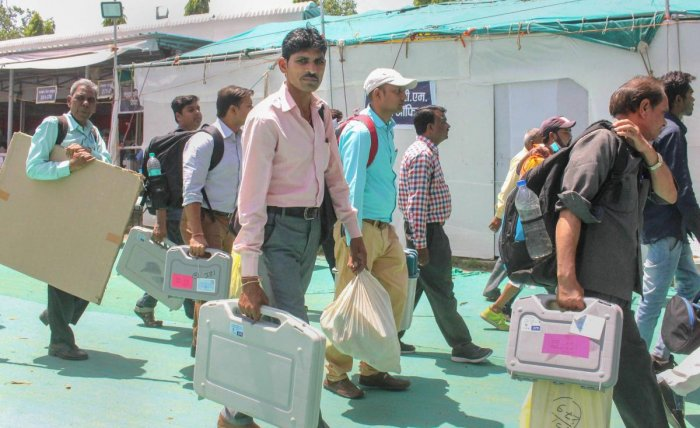 Bhopal: Election officials leave after collecting VVPAT, EVMs and other polling materials from collection centres ahead of the sixth phase of Lok Sabha polls, in Bhopal, Saturday, May 11, 2019 (PTI Photo) (PTI5_11_2019_000030B)
