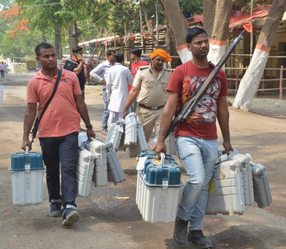 Muzaffarpur: Election officials leave after collecting VVPAT, EVMs and other polling materials from collection centres ahead of the sixth phase of Lok Sabha polls, at Muzaffarpur, Saturday, May 11, 2019. (PTI Photo) (PTI5_11_2019_000068B)