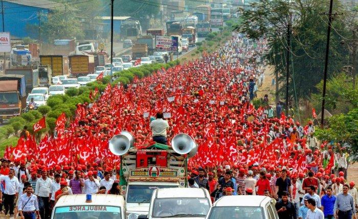 Farmers of All Indian Kisan Sabha march from Nashik to Mumbai, demanding a loan waiver, in Thane. PTI