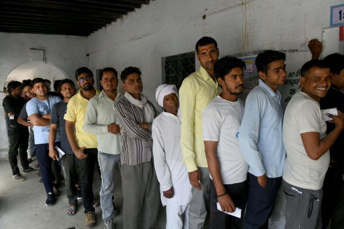 Indian voters queue to caste their vote at a polling station in Faridabad, in the northern Indian state of Haryana, on May 12, 2019, in the sixth phase of India's general election. - Tens of millions voted on May 12 in the penultimate round of India's inc