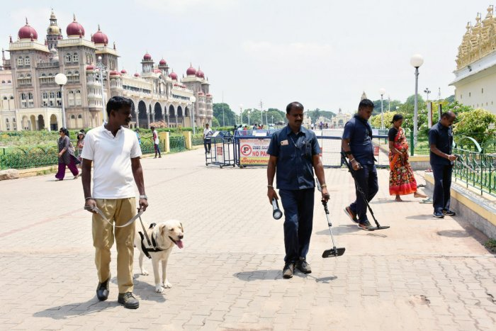 Bomb detention and disposal squad members search for explosives in Mysuru Palace on Tuesday. DH Photo