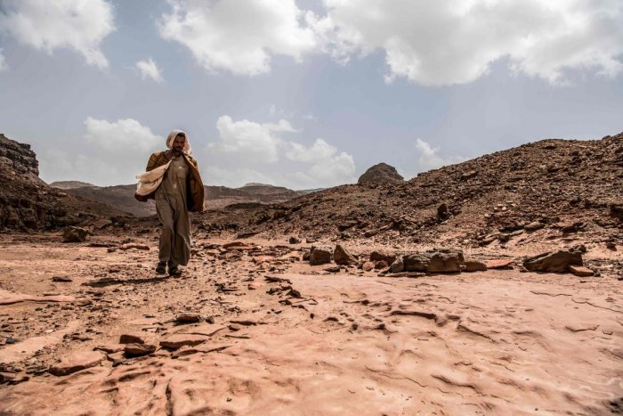 Ibrahim Musalam, a 28-year-old Egyptian Bedouin desert guide, walks in the Abu Sour valley, near the coastal town of Abu Zenima in the South Sinai governorate. (Photo by AFP)