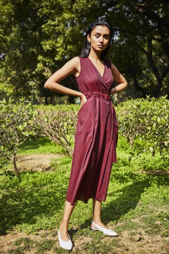 Natural fabrics like cottons and linens make for breathable clothes that are ideal for everyday wear.