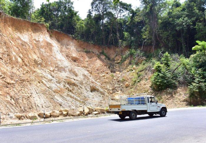The landslide affected area near Marnahalli on Shiradi Ghat. DH Photo/Govindraj Javali