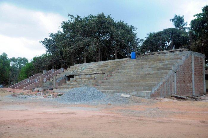The work on construction of gallery has remained incomplete at Rajiv Gandhi Stadium at Bastipadpu in Hejamadi.
