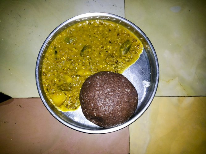 Ragi mudde with vegetable and pulse curry. Picture credit: commons.wikimedia.org/ Jagisnowjughead