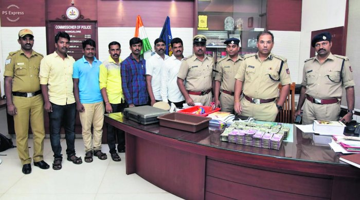 Mangaluru City Police Commissioner Sandeep Patil along with police personnel and the cash seized.