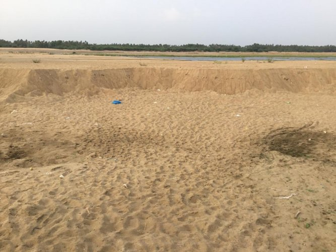 River Cauvery at Pugalar village where illegal sand mining continues; unregulated extraction of sand has weakened a bridge across the Cauvery in Karur, observe the gap between the riverbed and the structure. dh photos/e t b sivapriyan