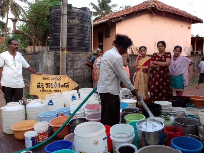 Members of Jilla Nagarika Seva Samithi supply water to residents of Kodankooru ward in Udupi.