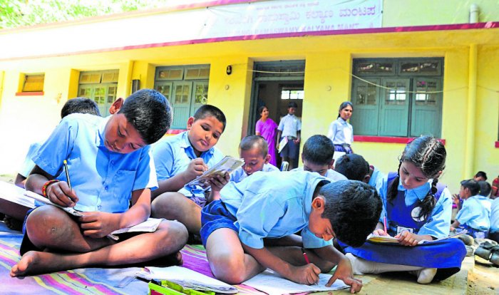 The Bengaluru Urban district will get 120 out of the 956 government English-medium schools. DH FILE PHOTO
